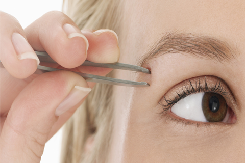 La Villa Du regard : Restructuration des sourcils